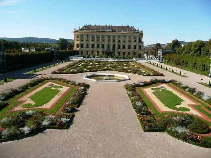 trees-hedges-schonbrunn-garden-7
